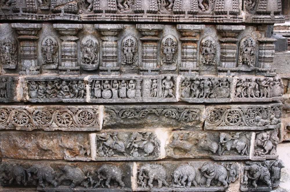 wall moldings of somnathpura temples